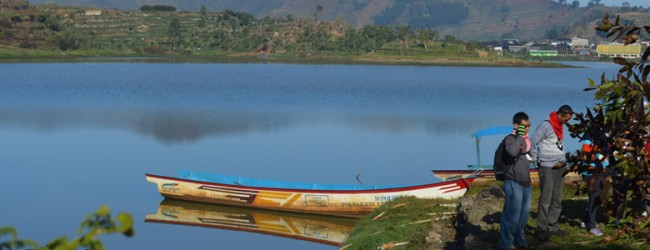 TELAGA CEBONG – Naik Perahu di Puncak Gunung